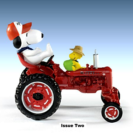 PEANUTS Snoopy's Fun On The Farm With Farmall - Figurine Collection