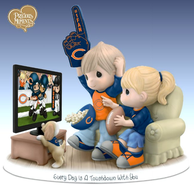 Figurine: Precious Moments Every Day Is A Touchdown With You Bears Figurine