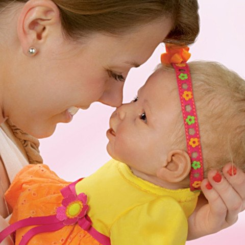 Interactive Baby Doll: Eskimo Kisses - detail