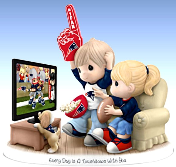 Figurine: Precious Moments Every Day Is A Touchdown With You Patriots Figurine