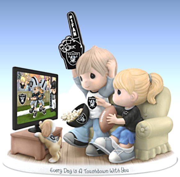Figurine: Precious Moments Every Day Is A Touchdown With You Raiders Figurine
