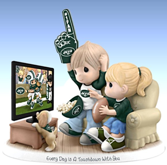Figurine: Precious Moments Every Day Is A Touchdown With You Jets Figurine