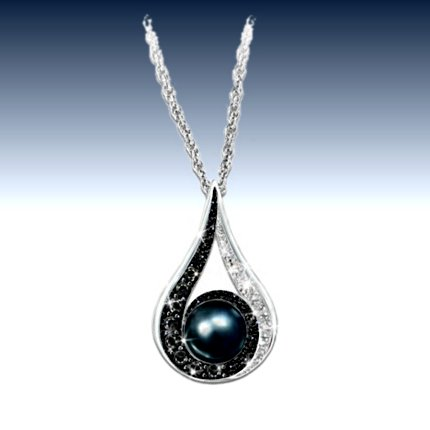 Diamond And Cultured Black Pearl Pendant Necklace: Luminous Reflections